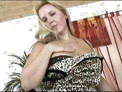 Chubby Webcam Girl Sucking On Dick On Her Vacuum