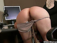 Blonde mom gets her hairy warm pussy eaten out