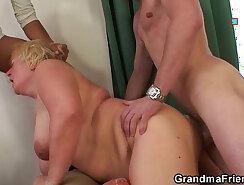 Amateur granny enjoys a double oral workshop
