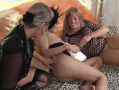 Butl-ladies les dick fisting some boy by the pool