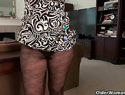 Big-butted mature milf has intense orgasm with vibrator