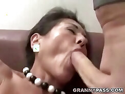 Cumshot on pic of hairy pussy lips ❤️